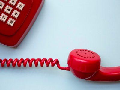 InOranjedorp wordt eenzaamheid door het coronavirus bestreden via de telefoon.